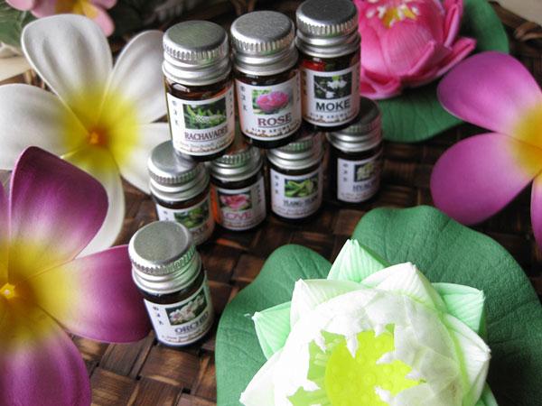 女性ホルモンに効くアロマオイル♪症状に合わせた7つの処方箋
