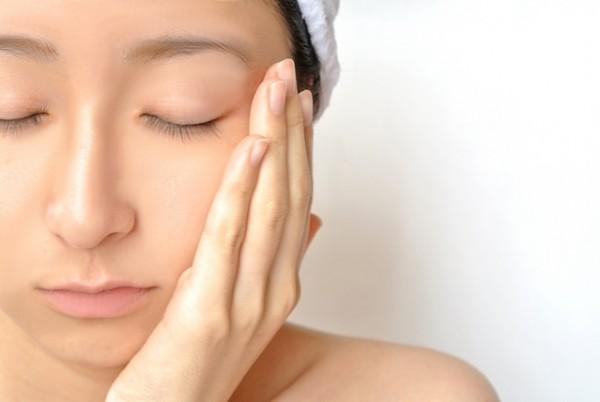 マッサージでリンパを流して顔のむくみを取る7つの方法