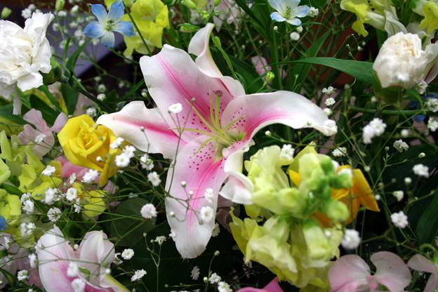 献花式に参列する際に守るべきマナーと正しい手順