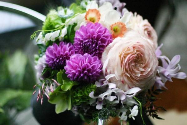 職場での別れの言葉と一緒に贈りたい、労いの意味を持つ花