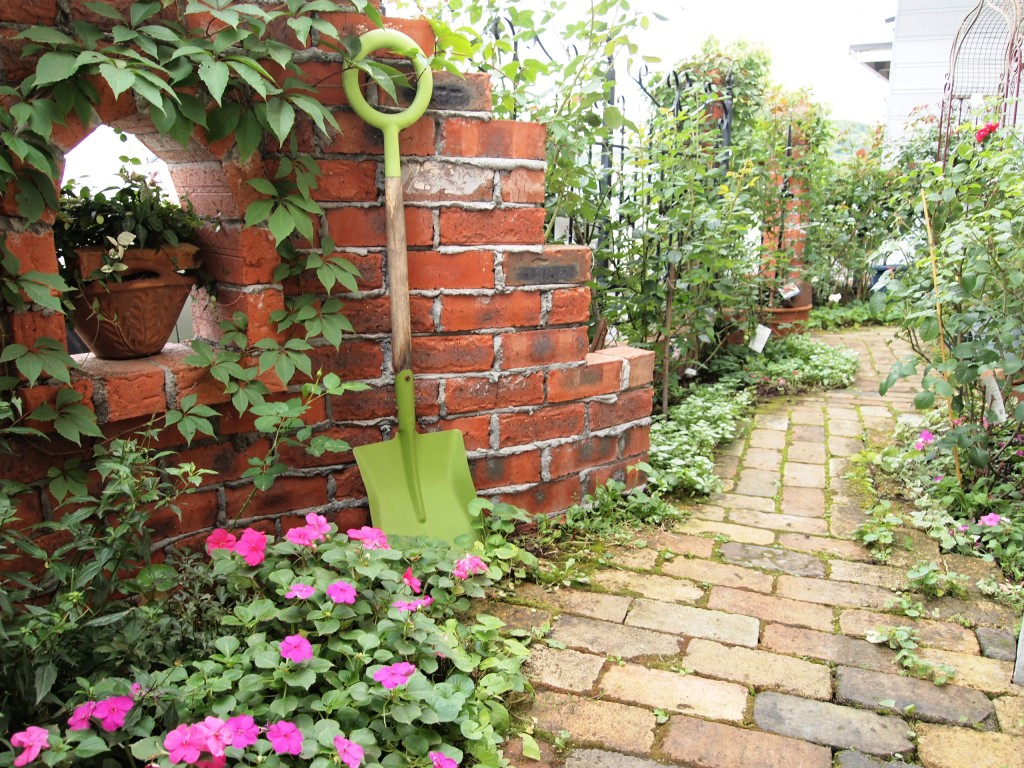 ガーデニングでレンガを活用☆おしゃれな花壇の作り方