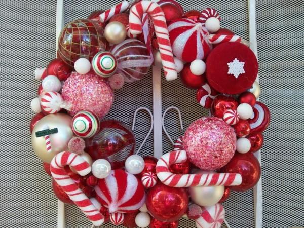 クリスマスリースをかわいく飾る、簡単ハンドメイド術