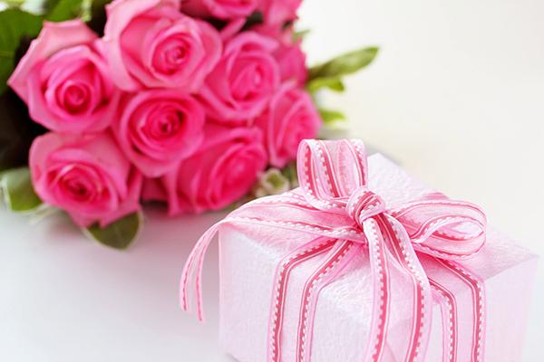 母親へ誕生日プレゼントを贈るなら☆年代別感動ギフト