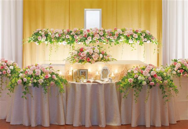 斎場では花々に囲まれて。穏やかに送る花葬スタイル