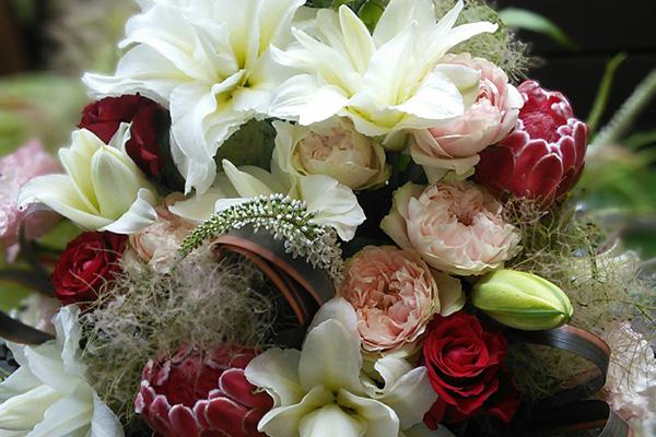 ユリの花を贈る☆シーンで選ぶ7つの品種とアレンジ