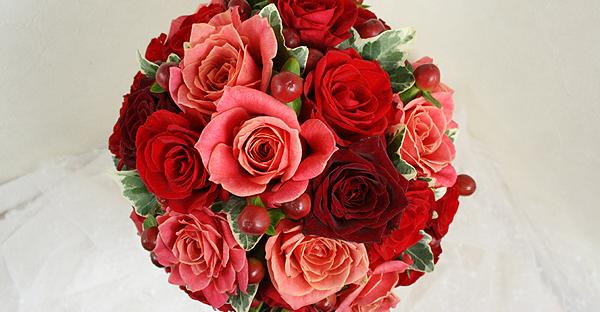 赤いバラの花言葉☆色の濃淡や本数で伝える繊細な恋心