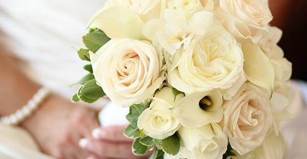 白いバラの花言葉を添えて☆白い色に潜む7つのメッセージ