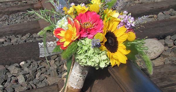 8月に花を飾るなら☆夏が楽しくなる!ポップな花々