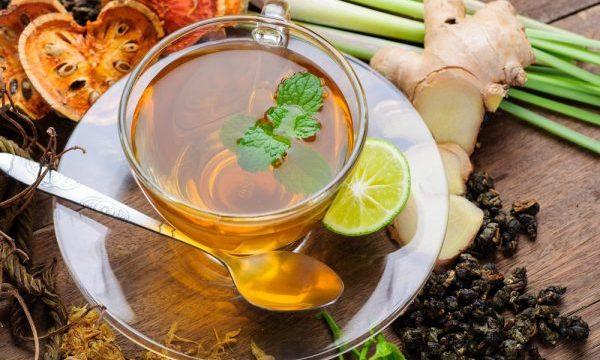 デトックスのお茶を飲む前に気をつけるべき5つのこと