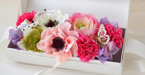 月の花を贈るなら☆美しく季節を演出する、人気の花々