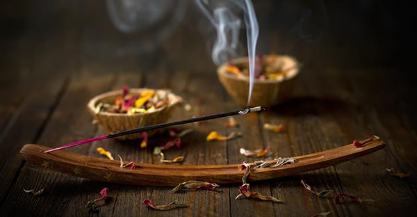 お香でアロマ効果☆暮らしに役立てる、おすすめの香り