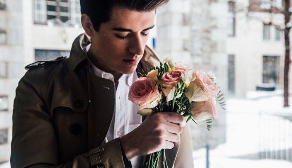 2月の誕生花とその花のロマンティックな花言葉